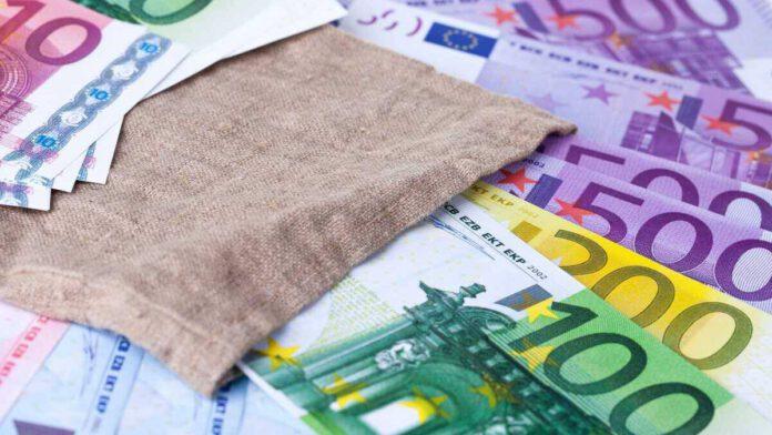 Aufgefächerte Euro-Banknoten
